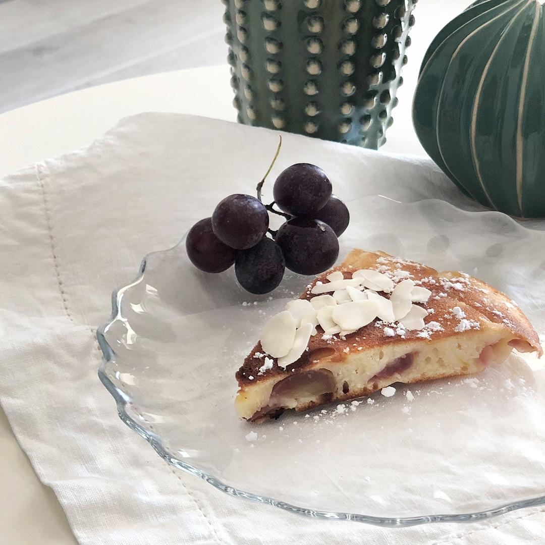 Torta in padella gluten free susine angeleno e uva rossa