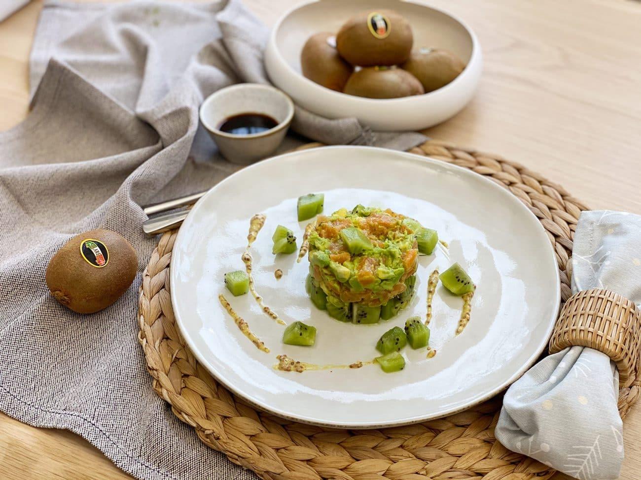 Tartare fresca di salmone con kiwi Solarelli, avocado e lime